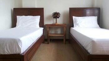 GODO'S HOTEL AND RESTAURANT Room