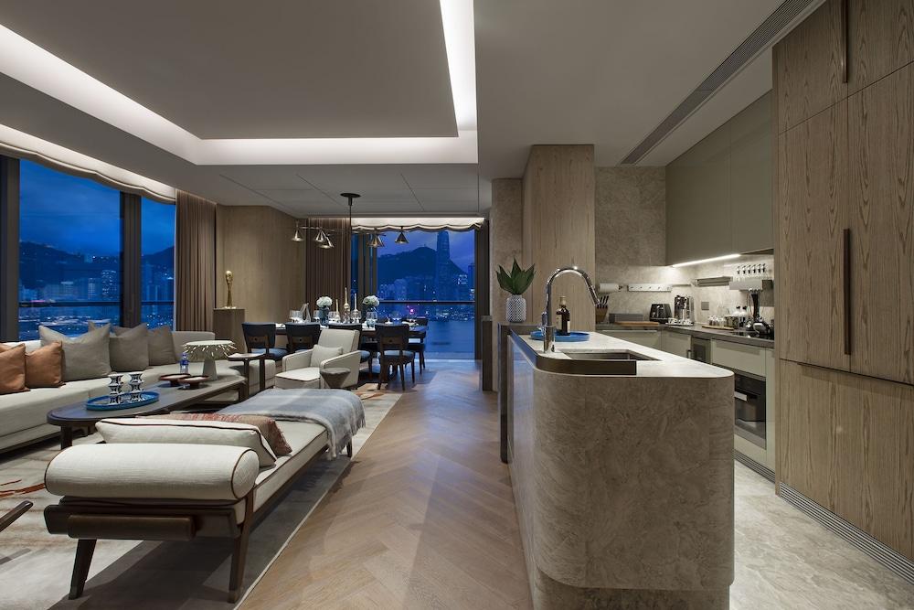 https://i.travelapi.com/hotels/34000000/33030000/33024200/33024178/0b2877ca_z.jpg