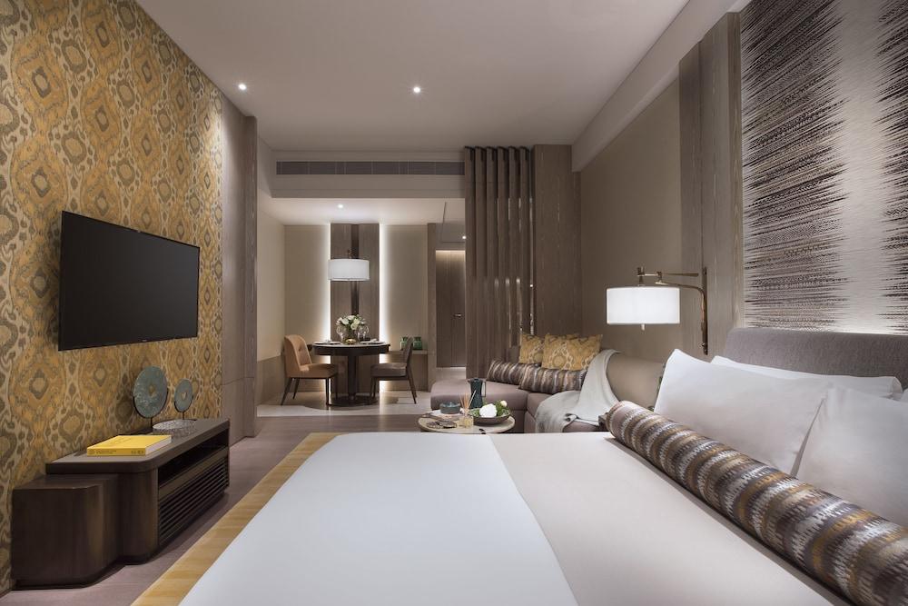 https://i.travelapi.com/hotels/34000000/33030000/33024200/33024178/72f15d1d_z.jpg