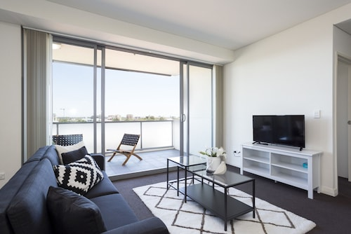 Conveniently Located Pad with Balcony & Parking, Burwood