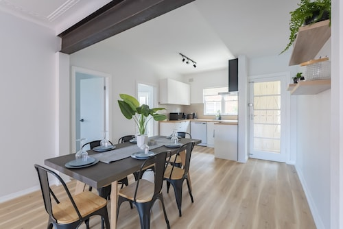 Enjoy Luxe Living, Minutes from the Beach, Manly