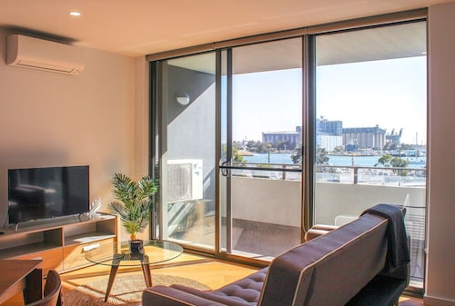 Experience Peaceful Coastal Living, Newcastle - Inner City