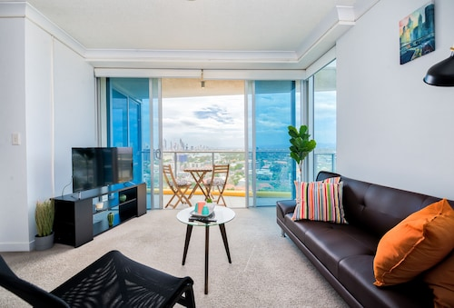 Luxury Facilities near Seaworld and Surfers, Southport