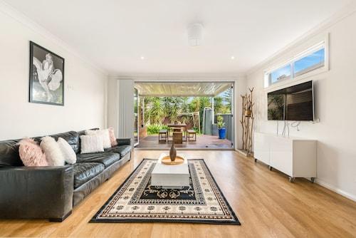 Double Storey Sydney Home Near Sydney Uni, Leichhardt