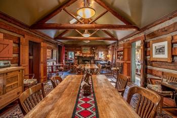 高地溪畔避風港旅館 Highland Haven Creekside Inn