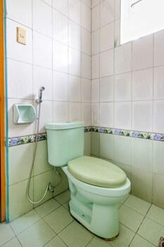 OYO 117 ROCHELLE APARTELLE Bathroom