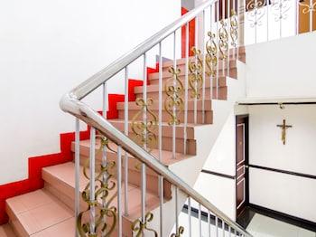 OYO 117 ROCHELLE APARTELLE Staircase