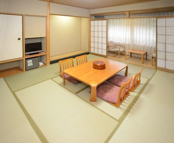 杜を眺める和室 禁煙(バストイレ付10畳) 国民宿舎みやじま杜の宿
