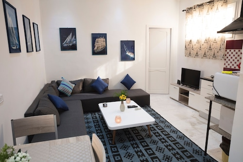 Charmin & Trendy Apartment Marsa Beach, La Marsa