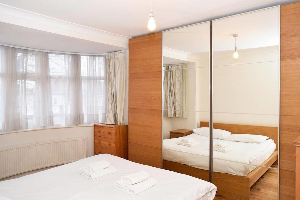 ベリー ラージ アンド ブライト 3 ベッドルーム ハウス