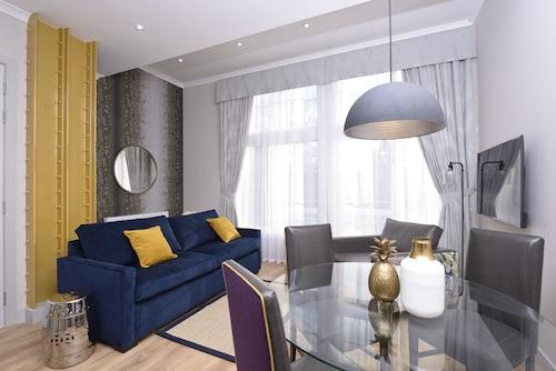 . Destiny Scotland Charlotte SQ Apartments