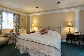 Premium Room, 1 King Bed, Non Smoking, Refrigerator