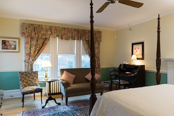 Premium Room, 1 Queen Bed, Fireplace, Pool View