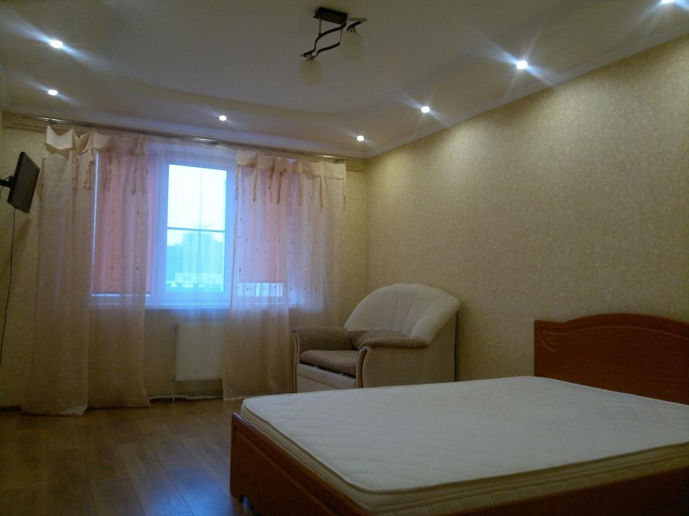 Apartment on Vokzalnaya 77-31
