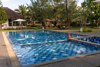 CASITA BY COSTA Outdoor Pool