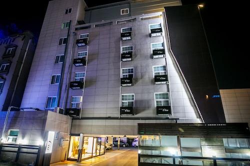. Hotel Oia