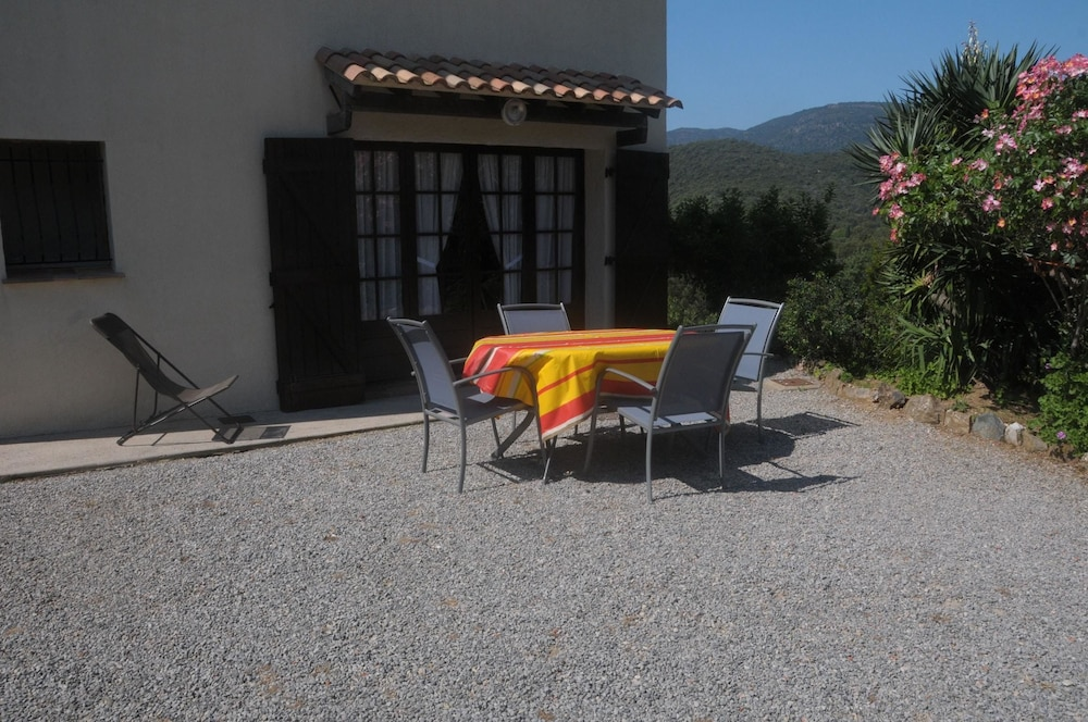 Apartment With one Bedroom in La Croix-valmer, With Wonderful Mountain View, Enclosed Garden and Wif