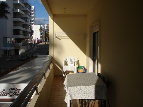 Beautiful Apartment in Quarteira with Beach View, Loulé