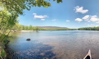 山泉湖渡假村 Mountain Springs Lake Resort