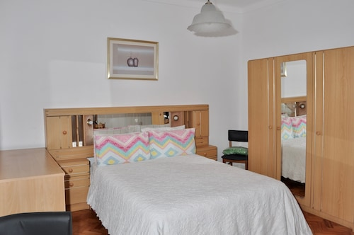Mary Apartments, Almada