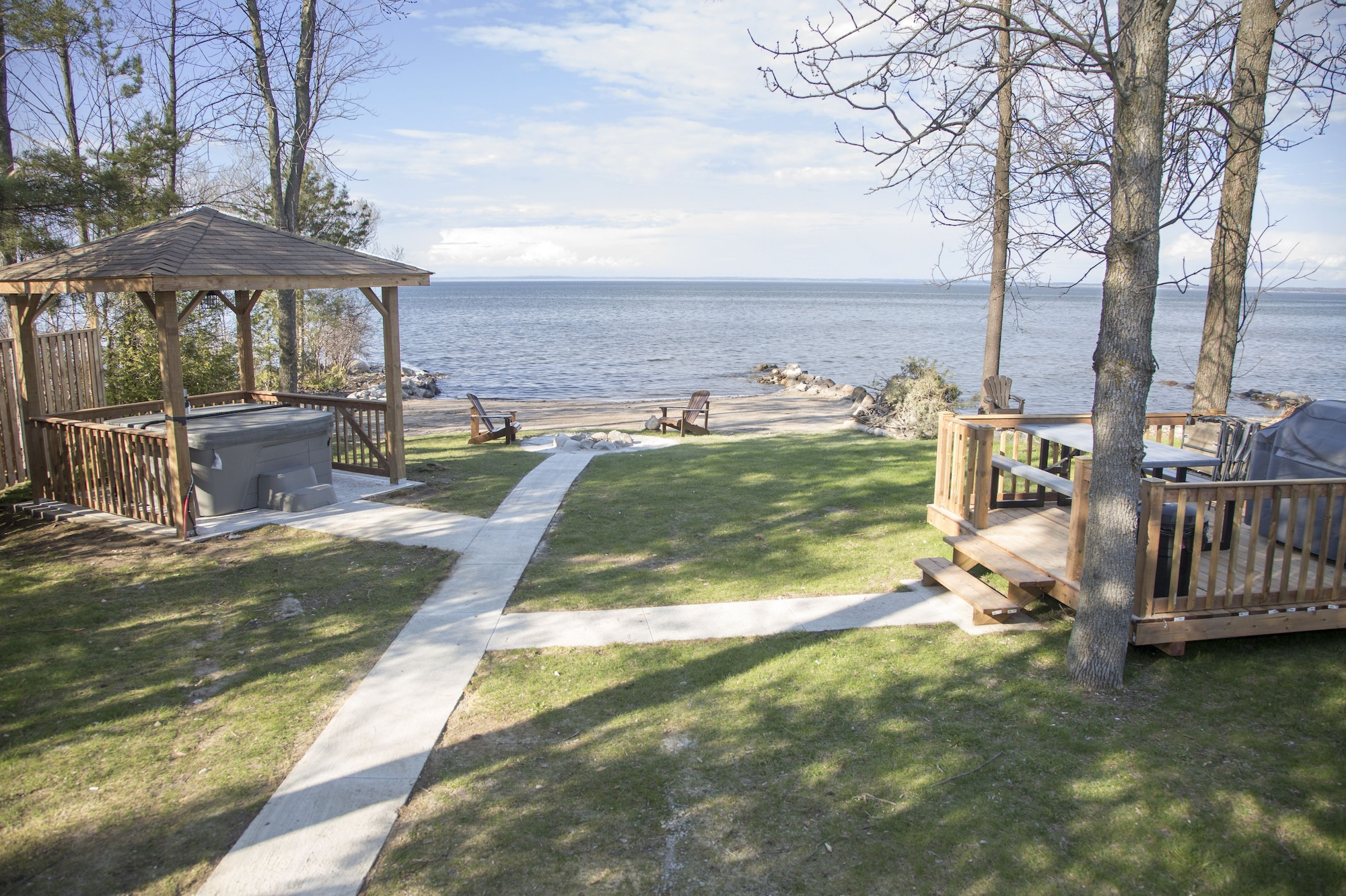 Private Beachfront, Hottub, firepit, 4Brs Cottage, Blue Mountain & Collingwood, Lake Hurron