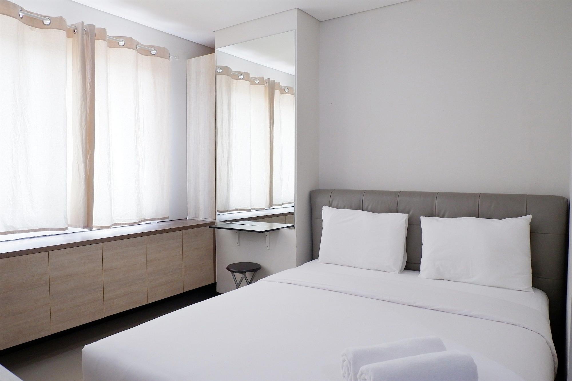 Close to Pool Studio Apartment Sky Terrace at Daan Mogot Baru By Travelio, Jakarta Barat