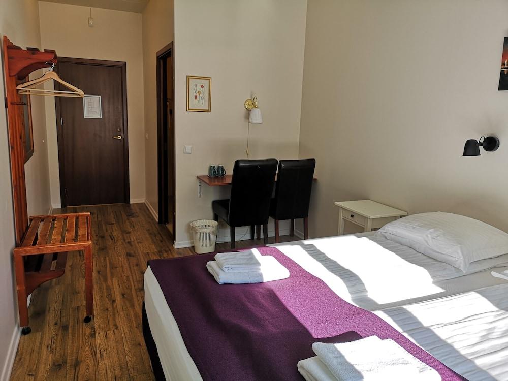 https://i.travelapi.com/hotels/34000000/33300000/33298100/33298029/53aedcc2_z.jpg