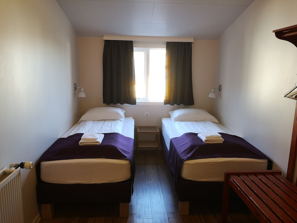 https://i.travelapi.com/hotels/34000000/33300000/33298100/33298029/e7581c2d_z.jpg
