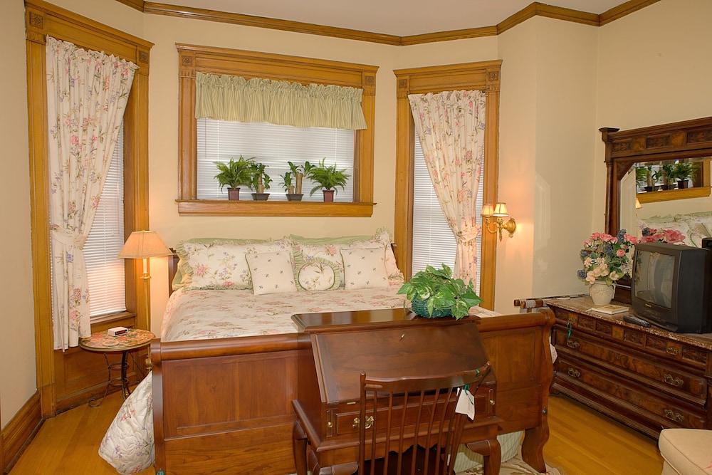 Design Room, 1 King Bed, Non Smoking (3)
