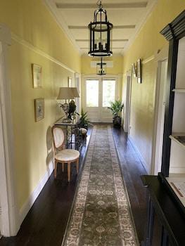 河岸莊園飯店 River Front Estate