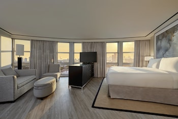 Deluxe Studio Suite, View (City Skyline View)