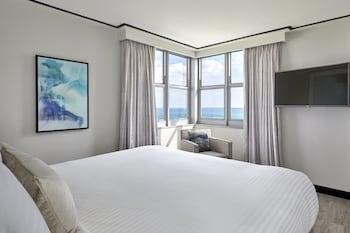 Luxury Suite, 1 Bedroom, Partial Ocean View