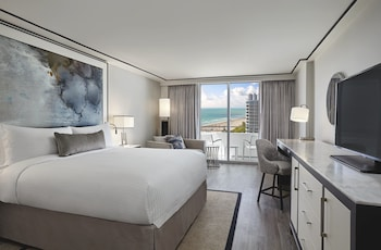 Grand Room, 1 King Bed, Balcony, Oceanfront