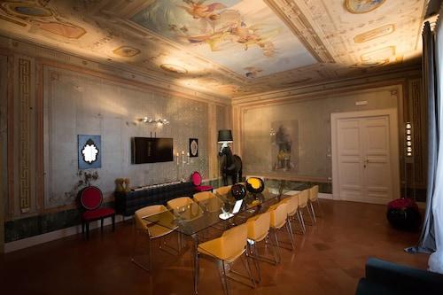 . Palazzo Cannavina