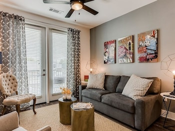 Fashionable 2BR w/ Pool in Heart of Music Row