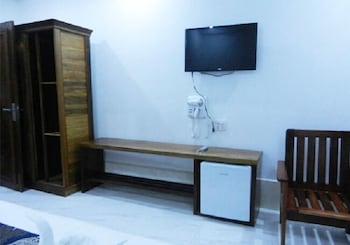 https://i.travelapi.com/hotels/34000000/33340000/33330900/33330801/84ec7890_b.jpg