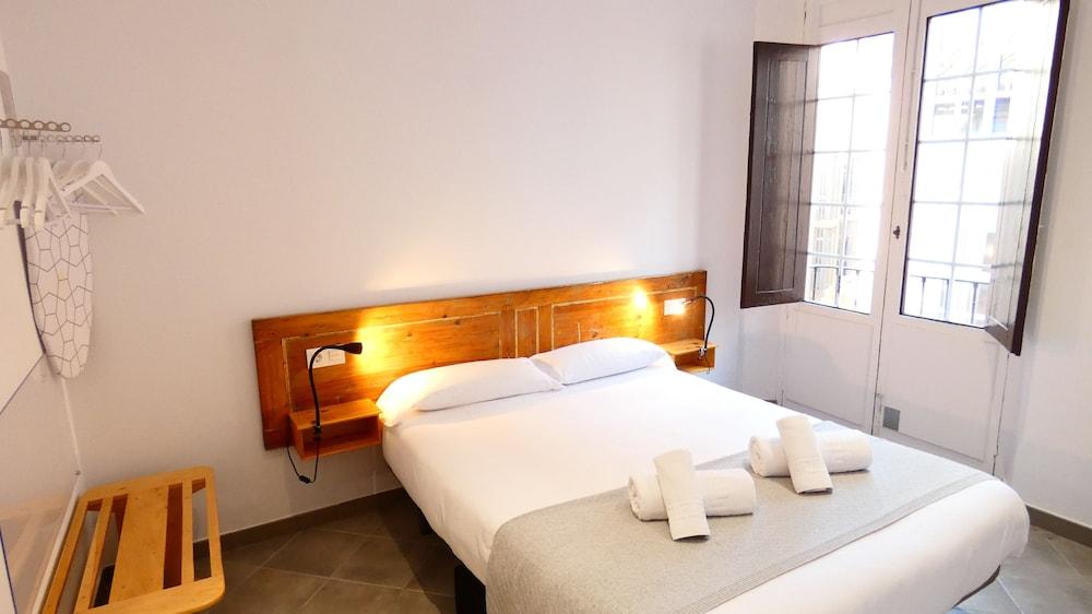 https://i.travelapi.com/hotels/34000000/33350000/33340600/33340595/5289d8fa_z.jpg