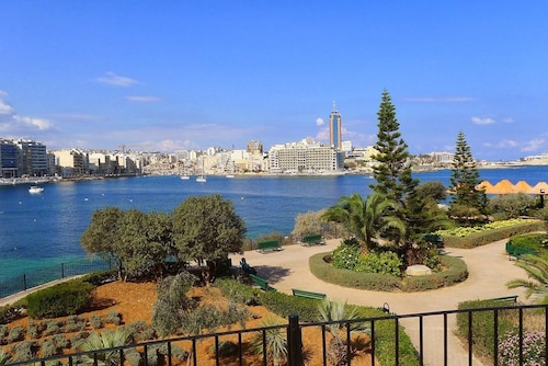 Luxury Apt Best Location, Sliema,