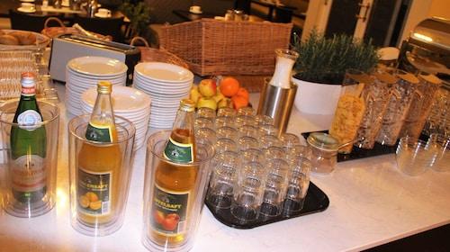 Check Inn Hotel, Saalekreis