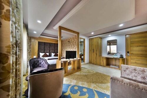 Hotel The Montreal Srinagar, Srinagar