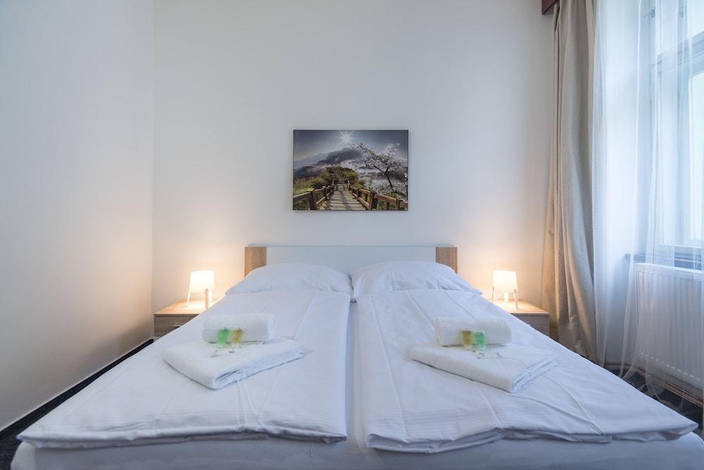 https://i.travelapi.com/hotels/34000000/33370000/33362700/33362633/7f62df59_z.jpg