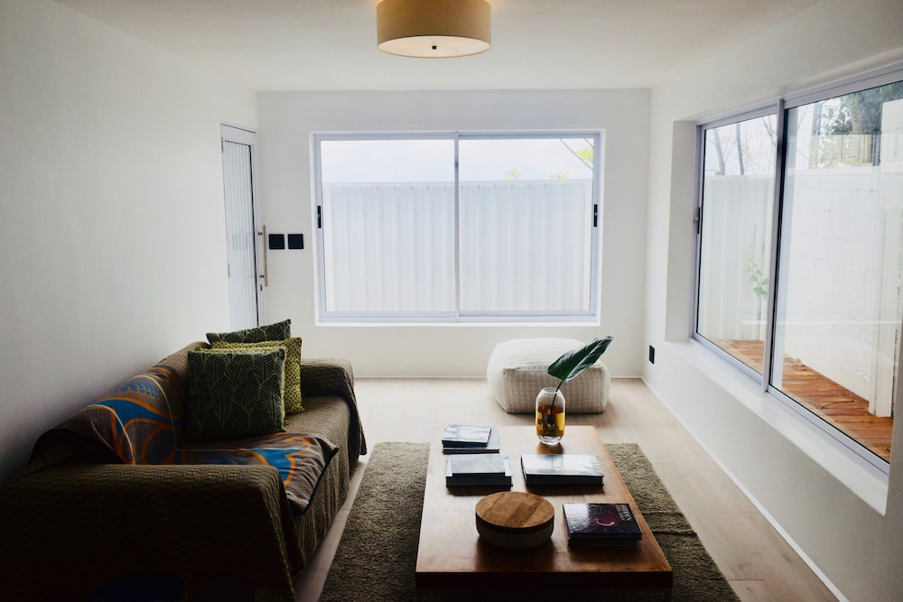 Modern Studio Apartment in Seapoint