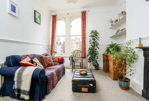 Quirky 2 Bedroom Apartment in Montpelier, Bristol