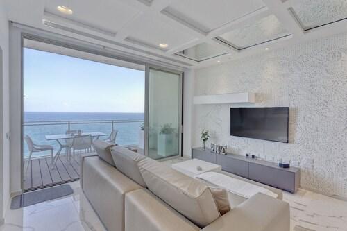 . Luxury Apt Ocean Views in Tigne Point, With Pool