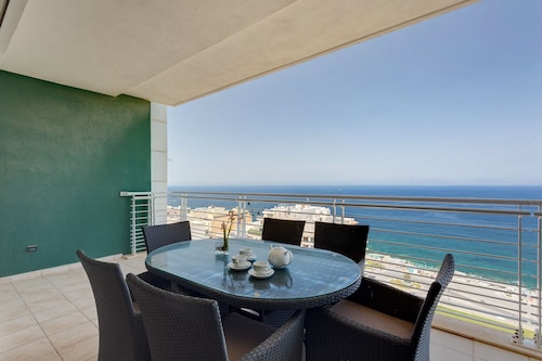 Fabulous LUX APT inc Pool, Sliema Upmarket Area,