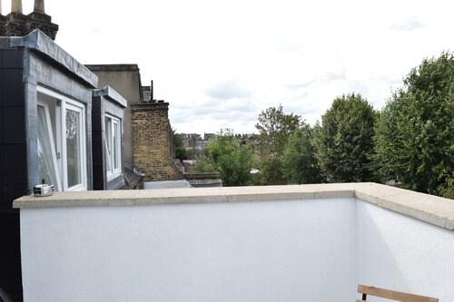 Modern 2 Bedroom Apartment in Balham, London