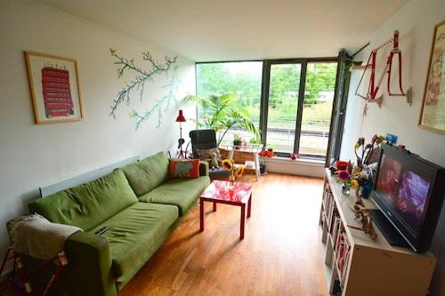 1 Bedroom Modern Deptford Apartment, London
