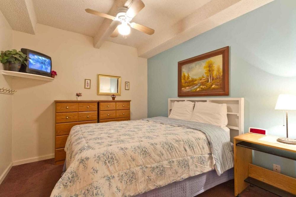 Aquarius Condominium 401