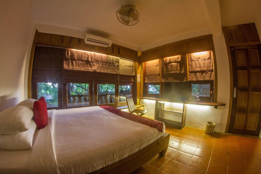 https://i.travelapi.com/hotels/34000000/33420000/33418400/33418387/592fc536_z.jpg