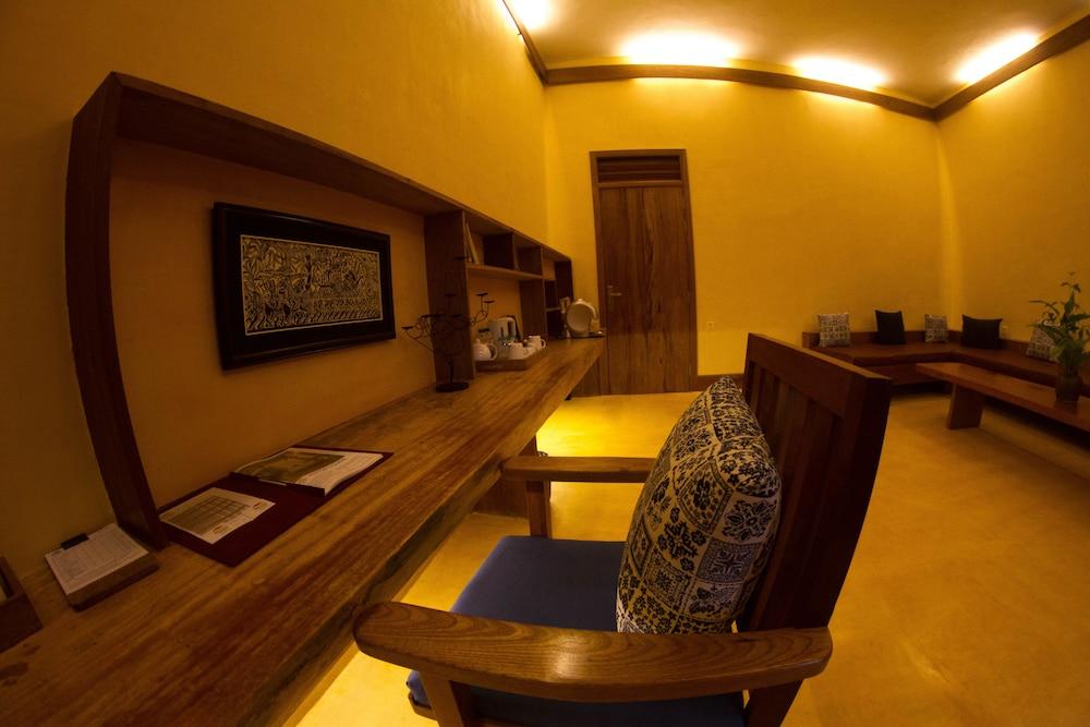 https://i.travelapi.com/hotels/34000000/33420000/33418400/33418387/7222f166_z.jpg